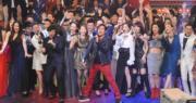 譚詠麟率領一眾歌手載歌載舞,祝賀無綫生日快樂。 (資料圖片)