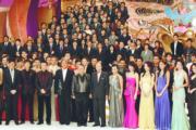 無綫40周年台慶節目《萬千星輝賀台慶》由100歲的行政主席邵逸夫率全台逾百名藝員揭開序幕。(資料圖片)