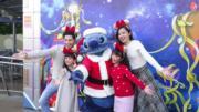 【A Disney Christmas@香港迪士尼】史迪仔穿上聖誕裝,在「明日世界」和大家見面。(黃詠賢攝)