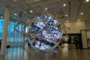 香港藝術館「原典變奏──香港視點」展覽,圖為黃宏達《混沌初開》(何芍盈攝)