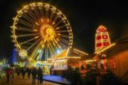 【世界各地迎聖誕2019】德國不來梅(Bremerhaven)聖誕市集上的摩天輪。(法新社)