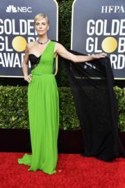 《爆炸性醜聞》查莉絲花朗向來是Christian Dior忠實擁躉,她更罕有地選擇了翠綠色。