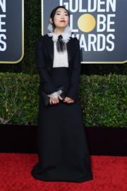 《別告訴她》出爐金球影后Awkwafina穿著Christian Dior出席頒獎禮。