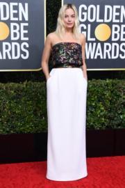 穿著Chanel的瑪歌羅比明艷照人,可惜憑《爆炸性醜聞》角逐女配角獎落敗。