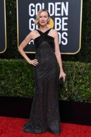 娜奧美屈絲穿著Armani Prive出席頒獎禮,保持她的簡約作風。