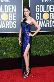 《小謊言》莎蓮活莉穿著Balmain的高衩晚裝到場。