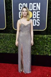 《小婦人》莎愛絲露娜穿著Celine的吊帶裙到場。
