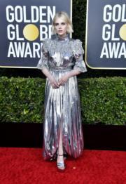 《波希米亞狂想曲:搖滾傳說》露絲伯恩頓穿著銀色Louis Vuitton甚搶眼。