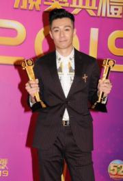 周柏豪在台慶頒獎禮獲兩獎,連他也喜出望外。(娛樂組攝)