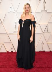 瑪歌羅比憑《爆炸性醜聞》角逐最佳女配角獎,可惜落敗。(法新社/明報製圖)