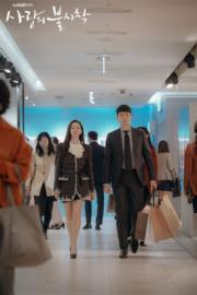 玄彬為保護孫藝珍,隻身跑到韓國找她,並化身她的貼身保鑣。(tvN/Netflix劇照)
