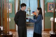 玄彬向孫藝珍送上定情戒指。(tvN/Netflix劇照)