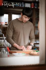 會做菜的男人當然要加分!(tvN/Netflix劇照)