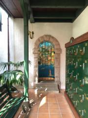 小花園的走廊盡頭,是宮崎駿作品內常見的「海景」。(黃廷希攝,圖片攝於2017年4月)