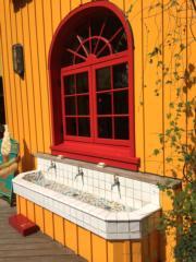 咖啡店外的洗手台古色古香。(黃廷希攝,圖片攝於2017年4月)