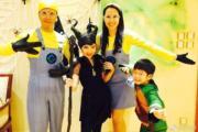 甄子丹和太太汪詩詩育有一對仔女,一家四口化身「迷你兵團」,十分搞笑。(微博圖片)