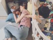 岑麗香囝囝Jacob用腳仔「撩」媽咪,十分搞笑。(ig圖片)