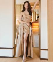 金喜愛讚擁有修長美腿的韓素希,身材樣貌完美。(網上圖片)