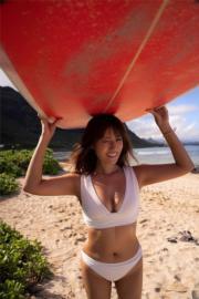 深田恭子寫真集以陽光與海灘為背景。(網上圖片)
