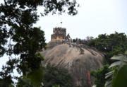【世界文化遺產——中國】不少遊客在鼓浪嶼的龍頭景點日光岩遊玩。(中新社)