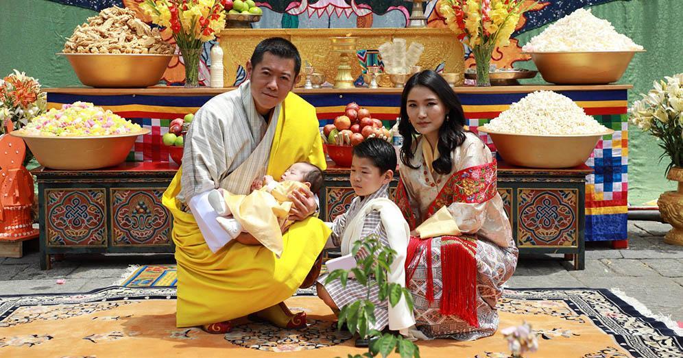 不丹二王子名字公布 王室發放不丹國王一家四口新相