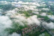 2017年7月15日,江蘇宿遷郊外,雲霧繚繞 (中新社)