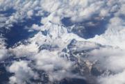 2017年7月15日,在西藏林芝飛往重慶時航班上拍攝的雪山和雲海(新華社)