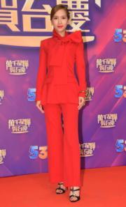 傅嘉莉雖然一身紅色衫充滿喜氣,但欠缺睇頭。(娛樂組攝)