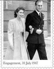 1947年7月,英女王(時為伊利沙伯公主,左)與菲臘王子宣布訂婚。(Royal Mail Instagram圖片)