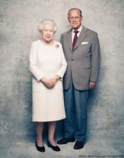 英女王伊利沙伯二世(左)與王夫愛丁堡公爵菲臘親王(右)(The Royal Family Twitter圖片)