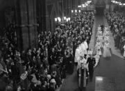 英女王於1947年11月20日在西敏寺完婚,有8名伴娘送嫁。(The Royal Family網站圖片)