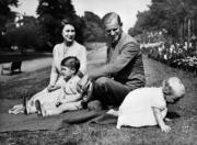 英女王伊利沙伯二世、菲臘親王與查理斯王子和安妮公主(法新社)