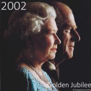 2002年11月,英女王與王夫菲臘親王慶祝結婚55周年。(The Royal Family YouTube短片截圖)