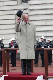 2017年8月2日,英國96歲菲臘親王最後一次出席官式活動,以皇家海軍陸戰隊名譽總指揮官身分,在白金漢宮前院出席海軍陸戰隊活動。(法新社)