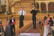 周柏豪與胡鴻鈞唱《一生何求》。(鍾偉茵攝)