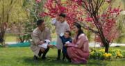 不丹二王子1歲生日曬新相 不丹國王一家四口賞花【多圖】