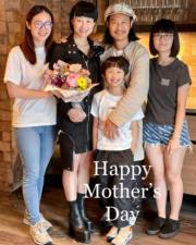 蔡一智和老婆及3名子女開心合照。(Ig圖片)