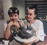 舒淇與媽咪食巨蟹,好happy!(Ig圖片)