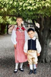 瑞典Princess Estelle小公主(左)與弟弟Prince Oscar(Kungahuset facebook圖片)