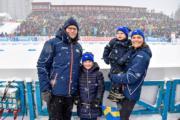 2019年3月17日,女王儲維多利亞公主(右一)與夫婿Prince Daniel(左一),及一對子女(左二:愛絲黛小公主、右二:奧斯卡小王子)在瑞典厄斯特松德(Ostersund)觀賞冬季兩項世界錦標賽(Biathlon World Championships 2019),為參賽者打氣。(kungahuset facebook圖片)