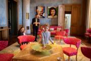 2019年2月20日,女王儲維多利亞(左一)、愛絲黛小公主(右一)和奧斯卡小王子(左二)參觀瑞典王宮的管家室。(kungahuset facebook圖片)
