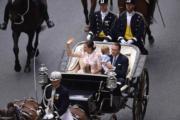 維多利亞公主一家四口乘坐馬車。(法新社)