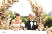 簽字後結成夫婦。(大會提供)