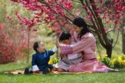 2021年3月19日,左起:二王子Jigme Ugyen Wangchuck、小王儲Jigme Namgyel Wangchuck、王后佩馬。(His Majesty King Jigme Khesar Namgyel Wangchuck facebook圖片)