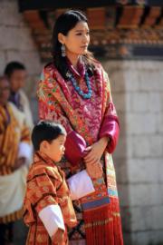 2019年12月18日,不丹王后佩馬與小王儲Jigme Namgyel Wangchuck(His Majesty King Jigme Khesar Namgyel Wangchuck facebook圖片)