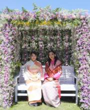 2017年6月,日本真子公主(左)與不丹王后佩馬(右)(不丹王后佩馬facebook圖片)
