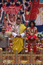 不丹國王結婚時,穿上傳統國服。(不丹王后佩馬facebook圖片)