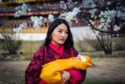 不丹王后佩馬(Jetsun Pema)與剛出生的小王儲Jigme Namgyel Wangchuck(不丹王室facebook圖片)