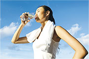 知多啲:多喝水少鈉按穴護腎