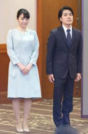 2021年10月26日,真子公主與小室圭結婚,二人下午召開記者會。(法新社)